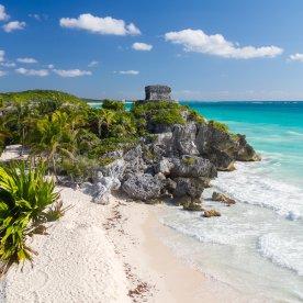 Maya-Ruinen direkt an der Karibikküste