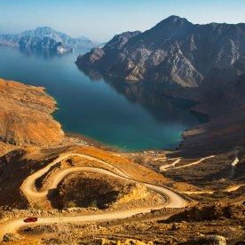 Kurvenspaß: Im Geländewagen durch Bergpanorama