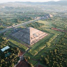 Ausblick von der dritthöchsten Pyramide der Welt