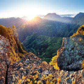 Den Blick über die Insel bei Sonnenaufgang genießen