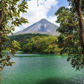Heiße Quellen am Fuß des Vulkans