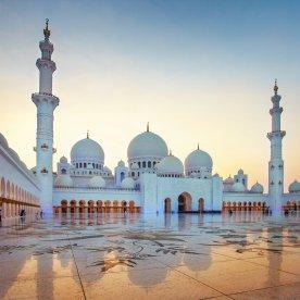 Entdecke die schneeweiße Scheich Zayid Moschee