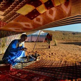 Traditionelles Frühstück mit einer Berberfamilie