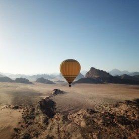 Im Heißluftballon über die Wüste