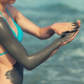 Belebendes Schlammbad am Toten Meer