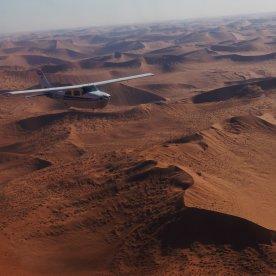 Lege dir die Welt zu Füßen & fliege über die Weiten Namibias