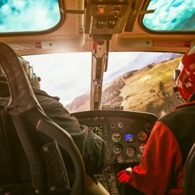 Mit dem Helikopter über das unberührte Inselinnere
