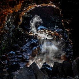 Wanderung durch Lava-Tunnel
