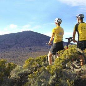 Mountainbiking an einem der aktivsten Vulkane der Welt