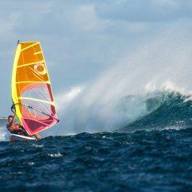 An den spektakulärsten Surfspots die Wellen reiten