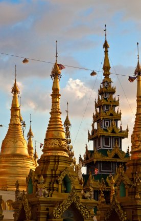 MM-Yangoon.Shwedagon Paya.Goldene Stupas
