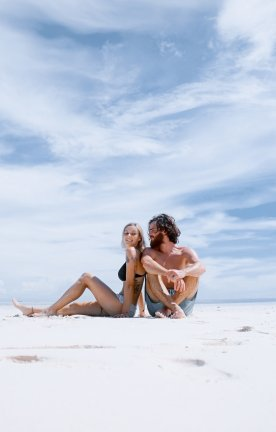 OMN.Couple at Beach Oman Couple at Beach Oman