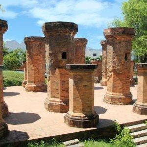 """VN.Po_Nagar_Cham_Towers Die """"Po Nagar-Türme"""" auf dem Tempelgelände Po Nagar in Vietnam"""