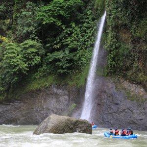 CR.Rio Pacuare 2 Wasserfall des Rio Pacuare