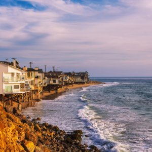 US.POI.Malibu Häuser Strandhäuser am Strand von Malibu bei Sonnenuntergang