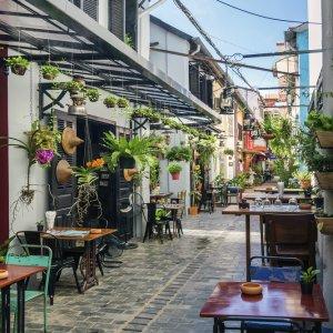 KH.Siem_Reap_Oldtown Der Blick auf hippe Restaurants und Bars in der Altstadt von Siem Reap, Kambodscha.