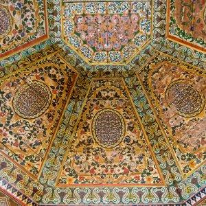 MA.POI.Bahia_Palast_Deckenmalerei Detaillierte Wandmalerei an den Decken des Bahia-Palastes.