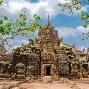 KH.Kampong Nokor Wat Bei deiner Durchreise in die nördlicheren Provinzen solltest du dir unbedingt die Ruinen von Nokor Wat nicht entgehen lassen.