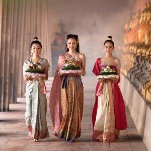 TH.Frauen tradition Drei thailändische Frauen in traditioneller Kleidung