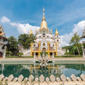 VN.Saigon_Buu_Long_Pagode Der Blick auf die pompös vergoldeten Buu Long Pagode.