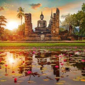 TH.AR.Sukhothai Wat Mahathat Tempel Blick auf den Wat Mahathat Tempel bei Sonnenuntergang
