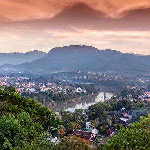 Laos.Mount_Phousi  360°-Panorama Aussicht vom Mount Phousi über die Stadt Luang Prabang