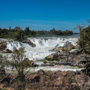 Laos.Mekongfaelle Wassermassen durchfließen das Mekongfälle in Laos