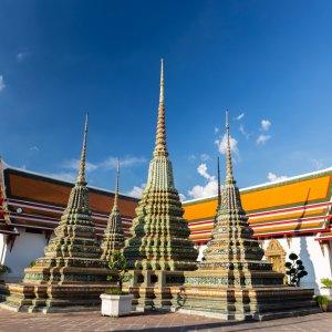 """Die vier großen Kunstwerke """"Phra Maha Chedi Si Ratchakan"""" im Wat Pho in Bangkok"""