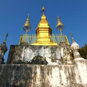 Laos.Mount_Phousi_Tempel Der goldene, buddhistische Schrein Wat Choms