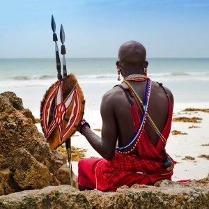 KE.Diani Beach.Maasai am Strand