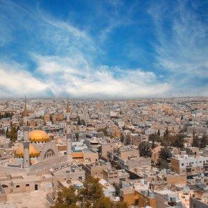 JO.Madaba Der Blick auf die Stadt Madaba, Jordanien.