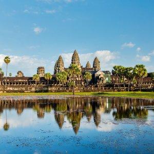 KH.Angkor_Wat_Tempel Der Tempel von Angkor Wat vom Ufer aus