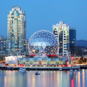 CA.Vancouver.Skyline Die Skyline von Vancouver in der Abenddämmerung, Kanada