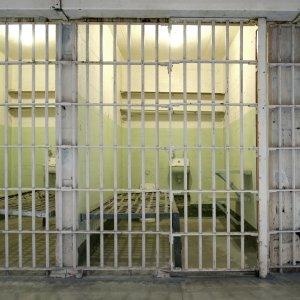 Hinter Gittern liegende Gefägniszellen in Alcatraz