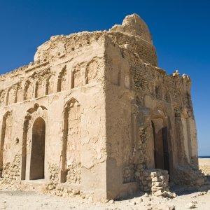 OM.Ras_Al_Jinz_Qalhat Die antiken Ruinen der im 13. Jahrhundert von Bibi Maryam erbauten Moschee