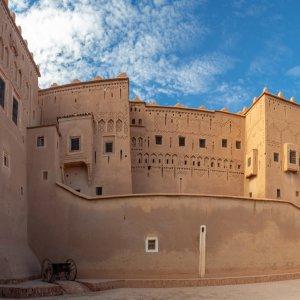 "MA.Ouarzazate_Kasbah Mauern der Stadtfestung ""Taourirt Kasbah"" von Ouarzazat, Marokko"