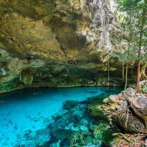 MX.Cenote_Dos_Ojos Die Cenote Dos Ojos mit klarem blauen Wasser