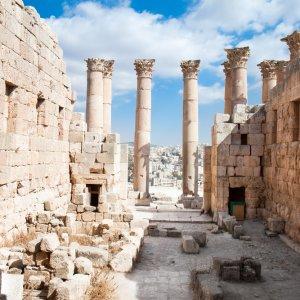 JO.Gerasa Artemis Tempel Der Blick auf die Überreste des Artemis Tempel in der historischen Stätte Jerasch, Jordanien.