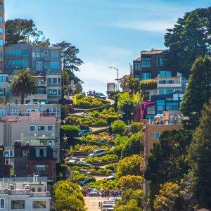 US.AR.San Francisco Lombard Street Blick auf die berühmte Lombard Street bei Tag