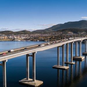 AU.Hobart_Tasman_Highway_Bridge Der Blick auf die Tasman Highway Bridge und den Derwent River.