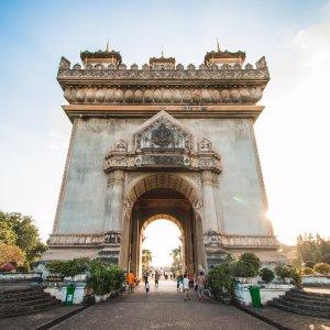 LA.Vientiane_Patuxai Der Blick auf das Arc de Triumph ähnliche Siegesdenkmal Patuxai in Vientiane, Laos.