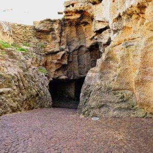 MA.Herkulesgrotte_Eingang Der steinerne Eingang der Herkulesgrotte