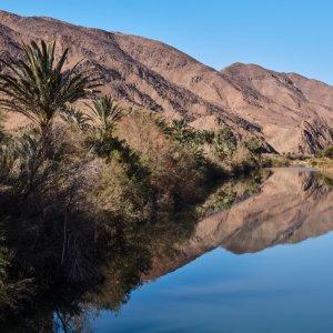 MA.Atlas_Gebierge_Fluss Ein Fluss durchquert die Berge des Atlas Gebierge in Marokko.