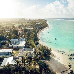 MU.Belle Mare Luftaufnahme der Strandlandschaft von Belle Mare, Mauritius