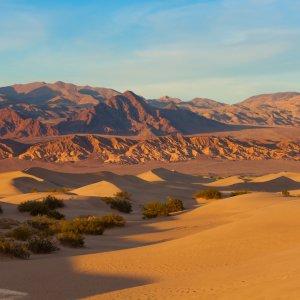 US.AR.Death Valley National Park 1 Die Landschaft des Death Valley Nationalparks bei Sonnenuntergang
