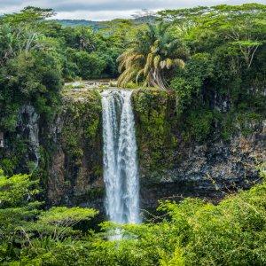 MU.Chamarel-Wasserfälle Der Blick auf die Zwillingswasserfälle von der gegenüberliegenden Plattform