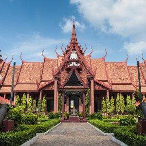 KH.Phnom_Penh_National_Museum_of_Cambodia Der Blick von vorne auf das Nationalmuseum von Kambodscha in Phnom Penh.