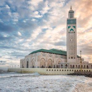"""MA.Casablanca.Hassan_II_Moschee Blick auf die an der Küste Casablancas gelegene Moschee """"Hassan_II_Moschee"""" bei Sonnenuntergang"""