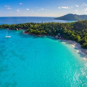 """SC.Praslin Luftaufnahme der tropischen Strandregion """"Anse Lazio"""" auf der Insel Praslin, Seychellen"""