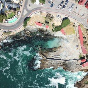 ZA.Hermanus Luftaufnahme von der Region um den alten Hafen in Hermanus, Südafrika